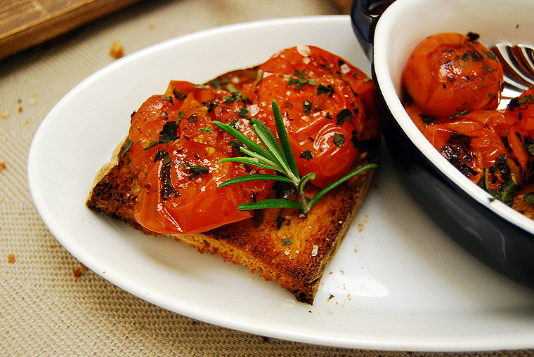 acookscanvas_oven_roasted_tomatoe_brushetta4_copyright2012-2013_2