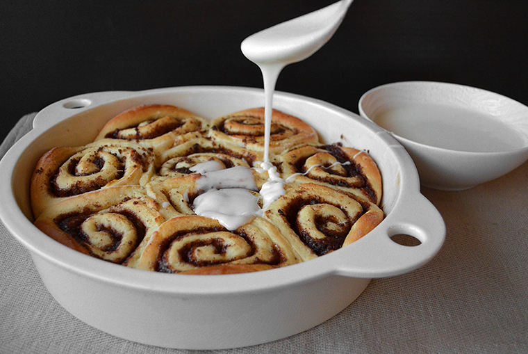 cinnamon-rolls16_acookscanvas-copyright2012-2016_71-copy